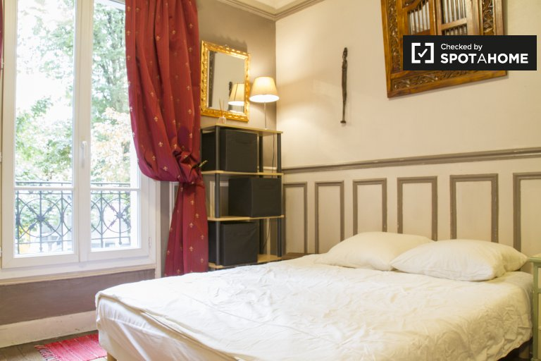 Welcoming room in apartment in Arrondissement 18, Paris