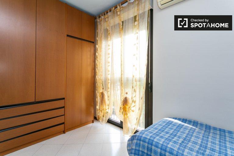 Camera in affitto in appartamento con 2 camere da letto a San Donato, Milano