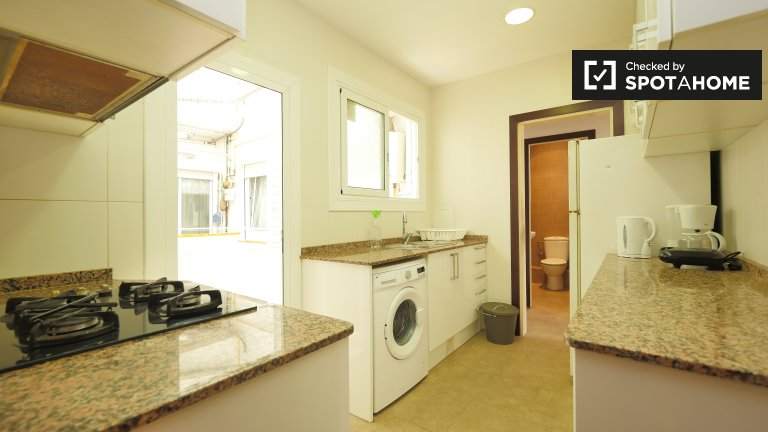 Room in 6-bedroom apartment in Les Corts, Barcelona