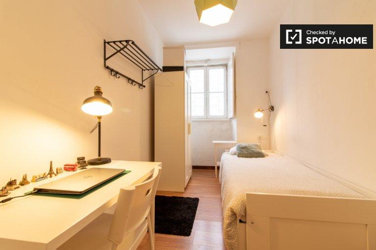 Quarto para alugar em apartamento de 6 quartos em Arroios, Lisboa
