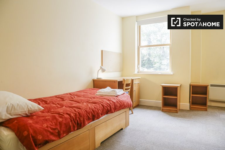 Sunny room to rent in Merchants Quay, Dublin