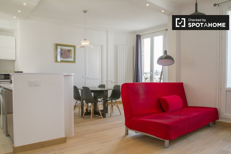 Stylish and modern 1-bedroom apartment for rent in the 15th arrondissement