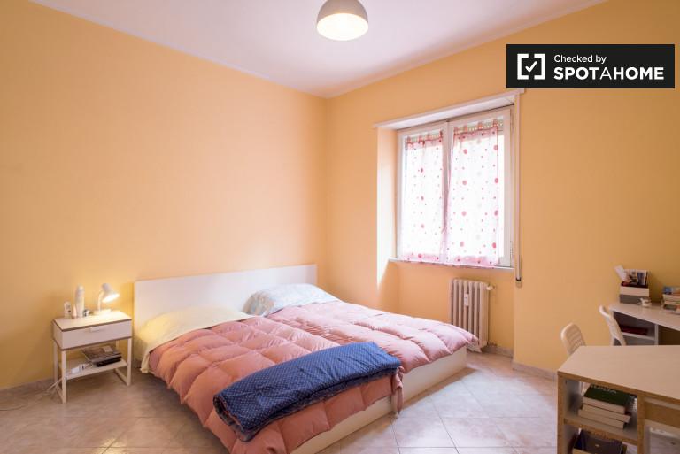 Quarto luminoso em apartamento de 2 quartos em Nomentanos, Roma