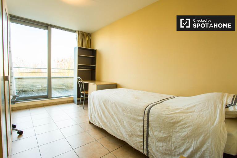 Intimes Zimmer in der Wohnung in Evere, Brüssel