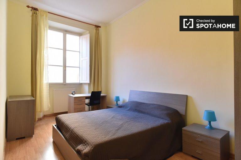 Accogliente camera in affitto in appartamento con 4 camere da letto in Centro Storico