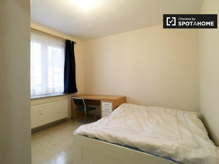 Quarto mobiliado em casa compartilhada em Anderlecht, Bruxelas