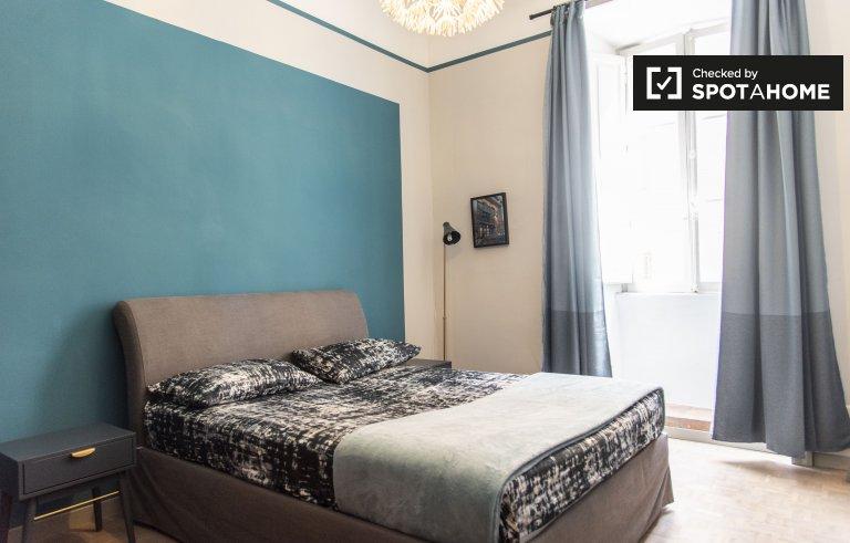 Salario, Roma'da 4 yatak odalı dairede kiralık aydınlık oda