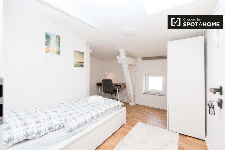 Belle chambre à louer dans un appartement avec 4 chambres à Spandau