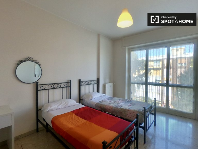 Furnished room in apartment in Greco, Milan