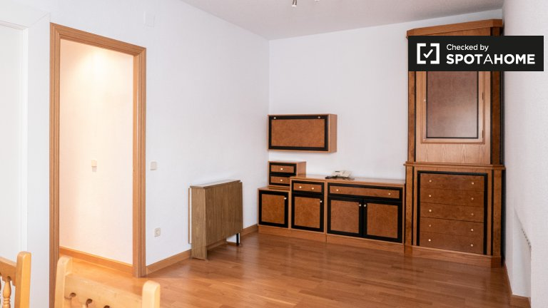 Minimale 2-Zimmer-Wohnung zur Miete in Aluche, Madrid