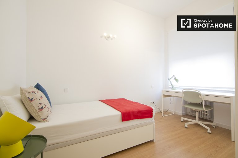 Single Bed in Furnished rooms for rent in a 10-bedroom apartment in Moncloa