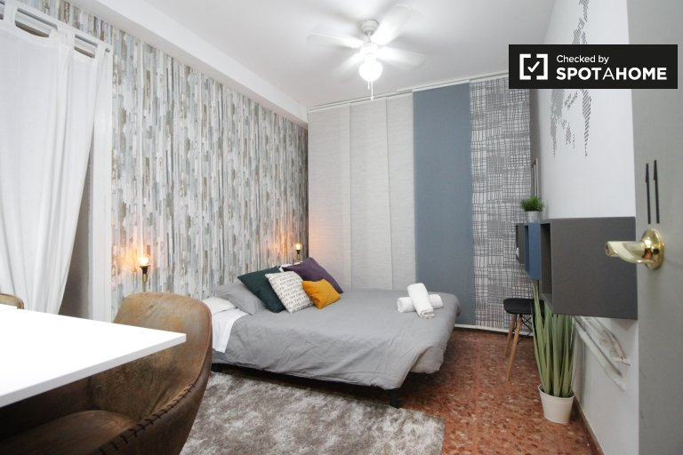 Bedroom 11, couple-friendly with 2 single beds or 1 double bed
