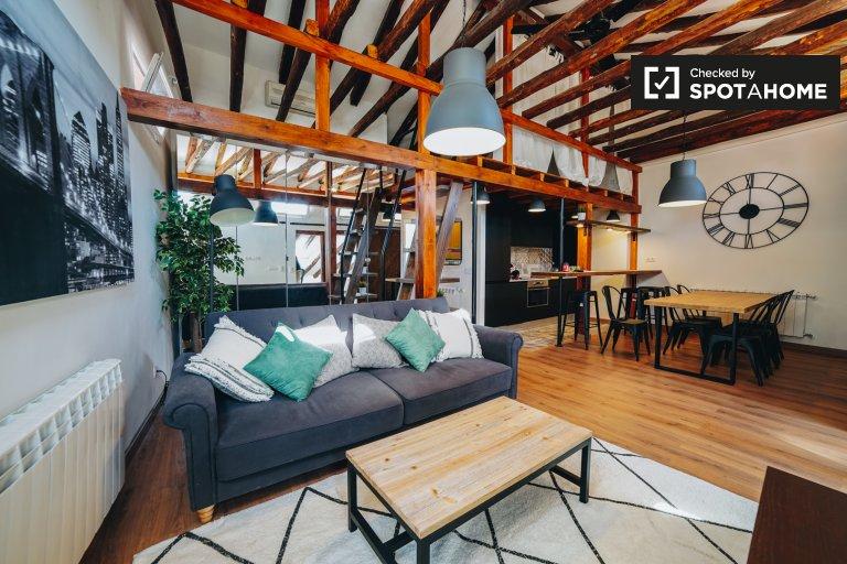 Apartamento de 3 quartos para alugar em Almagro, Madrid