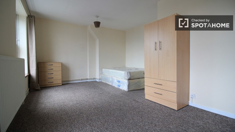 Bedroom 4 with double bed available to rent