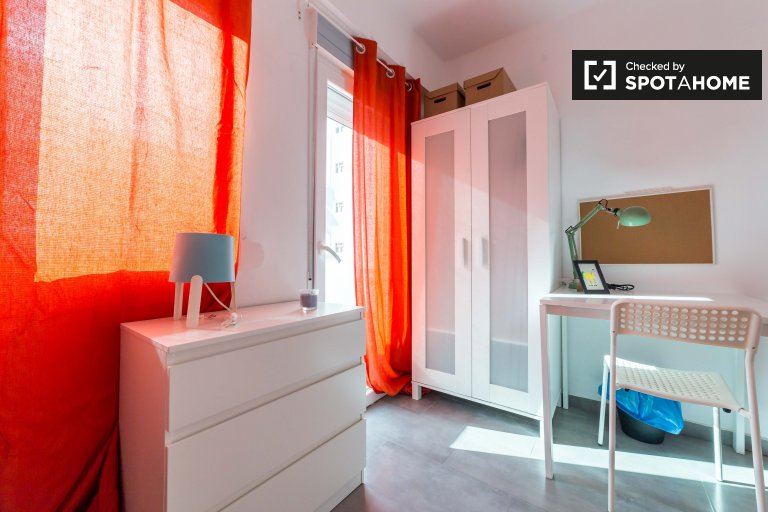 Rooms for rent in 4-bedroom apartment in Camins, Valencia