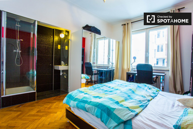 Spacious room in apartment in European Quarter, Brussels