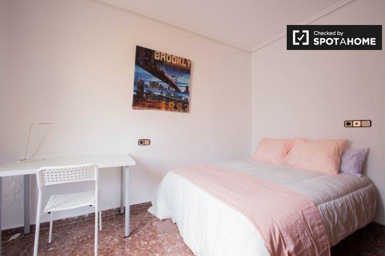 Pokoje do wynajęcia w 5-pokojowe mieszkanie w Ciutat Vella, Valencia