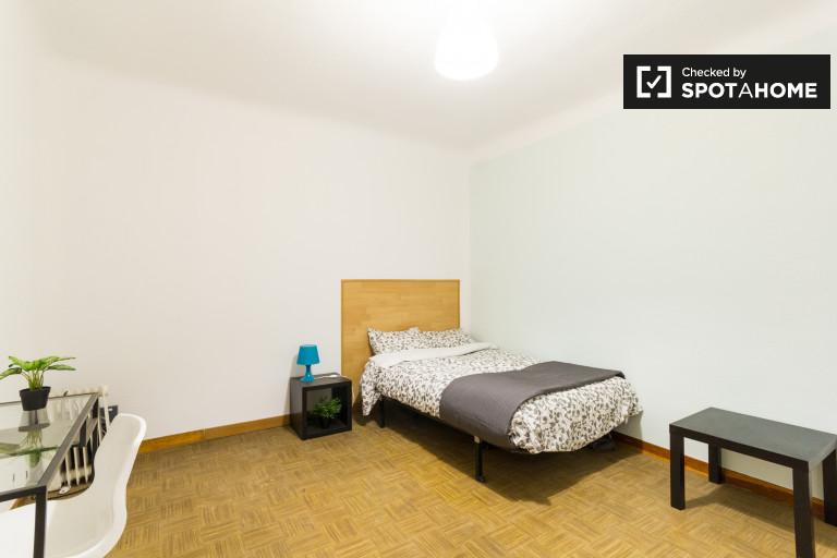 Share a 9-bedroom apartment in Puerta del Sol, Madrid