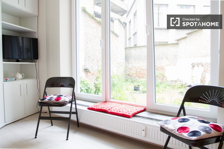 Studio apartment with garden for rent in central Brussels