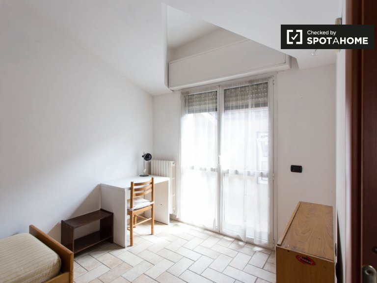 Rooms for rent in 2-bedroom apartment in Sesto San Giovanni