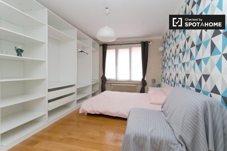 Double Bed in Rooms for rent in luminous 4-bedroom apartment in Molenbeek