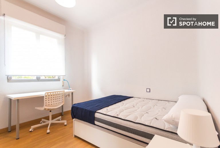 Double Bed in 6 Rooms for rent near Atocha train station, all utilities included