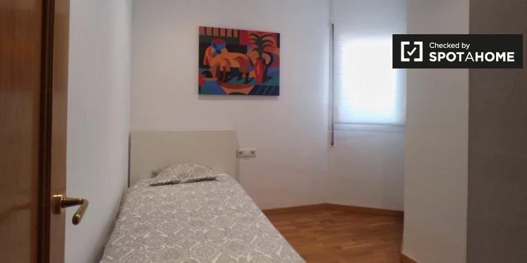 Chambre intime dans un appartement de 3 chambres à Gracia, Barcelone