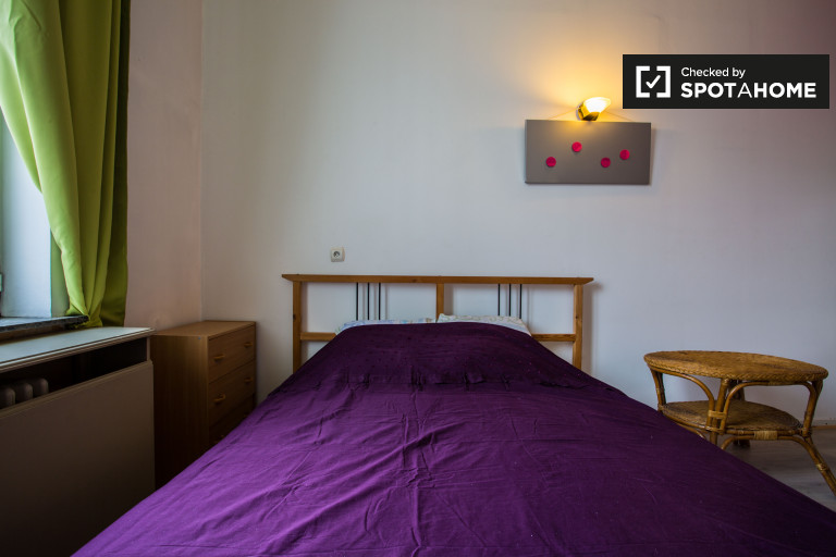 Double Bed in Rooms for rent in a 5-bedroom apartment near European Parliament in Ixelles