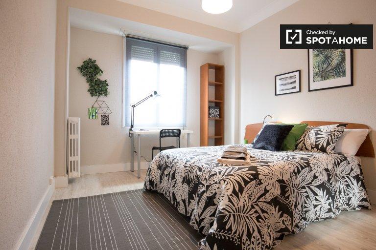 Stylish room in 4-bedroom apartment in Indautxu, Bilbao