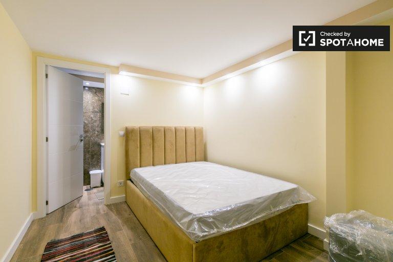 Pokój z łazienką w domu z 11 sypialniami w Famões w Lizbonie