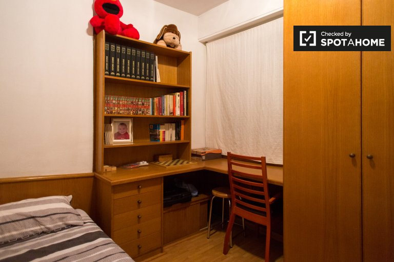 Cozy room in 3-bedroom apartment in Poblenou, Barcelona