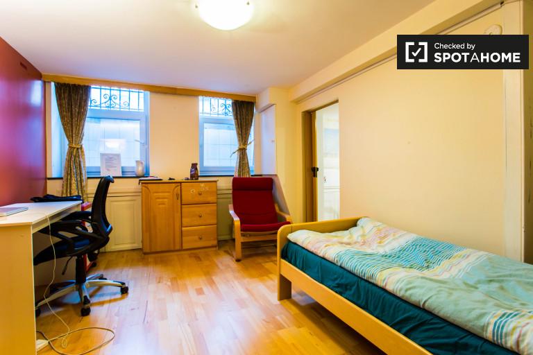 Möbliertes Zimmer in einer Wohnung in Schuman, Brüssel