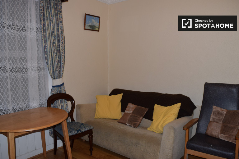 Affordable 1-bedroom flat to rent in Cabra