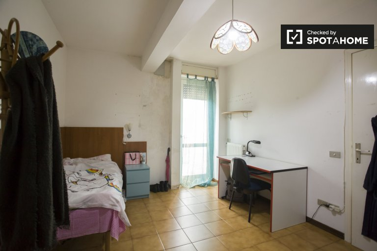 Modern room in in 4-bedroom house Ponte Mammolo, Rome