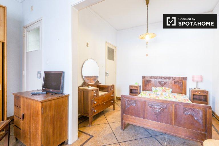 Belém, Lisboa'da 3 yatak odalı dairede geniş oda