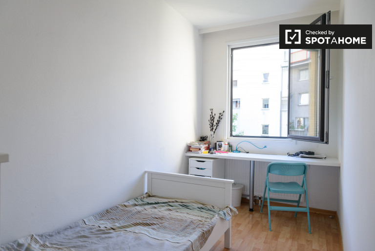 Single Bed in Rooms for rent in 7-bedroom apartment in Landstrasse area
