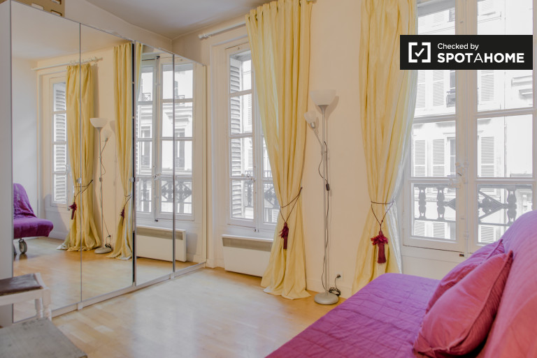 Bright Studio Apartment For Rent In Madeleine St. Lazare, 8th Arrondissement