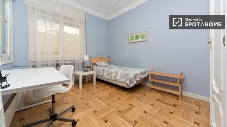 Bedroom 2 – Exterior Single room