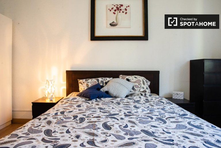 Affordable room in shared apartment in Eixample, Barcelona