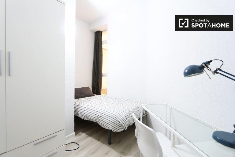 Acogedora habitación en un apartamento de 6 dormitorios en Acacias, Madrid