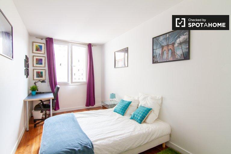 Chambre dans un appartement de 3 chambres dans le 18ème arrondissement de Paris