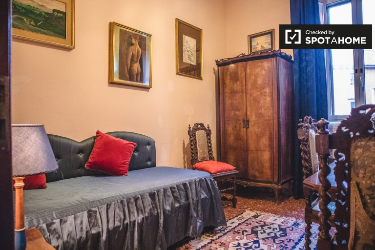 Charming 2-bedroom apartment for rent in Centro Storico