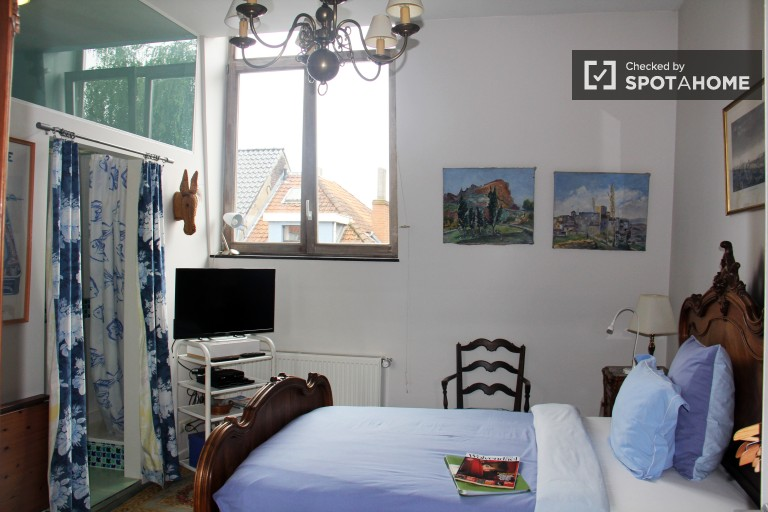 Niezależny pokój z ogrodem do wynajęcia w Uccle, Bruksela
