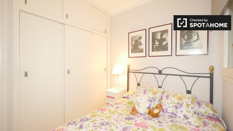 Cosy room for rent, 2-bedroom apartment, Les Corts