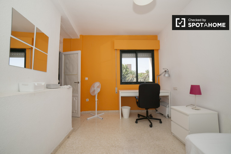 Single Bed in Bright rooms for rent in 5-bedroom apartment with balcony in Triana