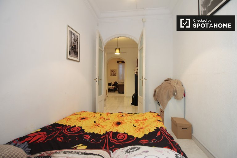 Komfortowy pokój do wynajęcia w apartamencie z 2 sypialniami, Gràcia