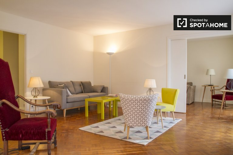 Beautiful 3-bedroom apartment for rent in Paris' 17th Arron.