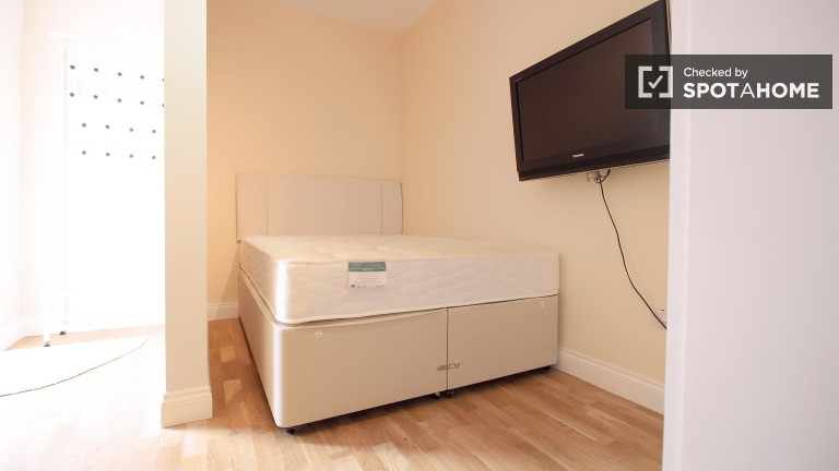 Bedroom 6 with double bed, kitchenette and ensuite