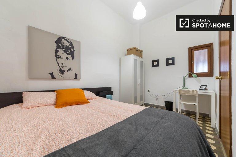 Pokój do wynajęcia w 4-pokojowym mieszkaniu w L'Eixample, Valencia
