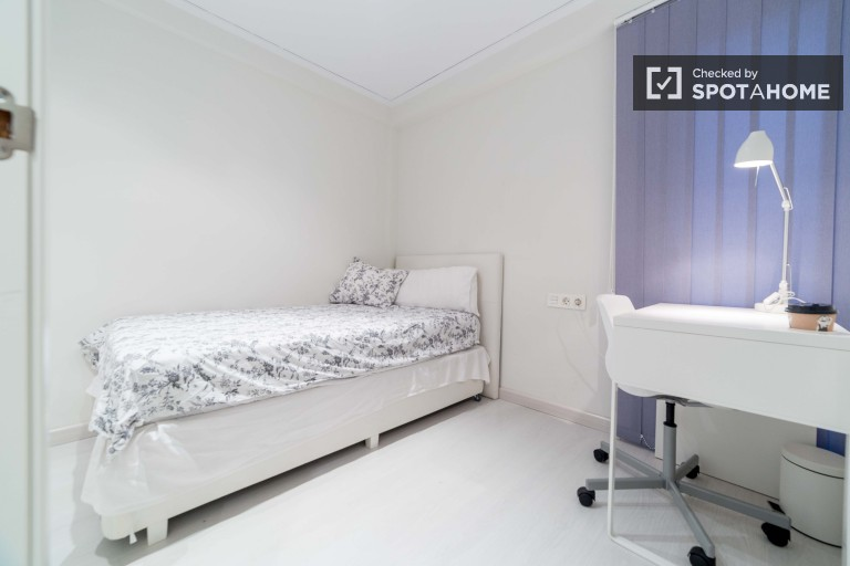 Bedroom 1 with single bed and independent key